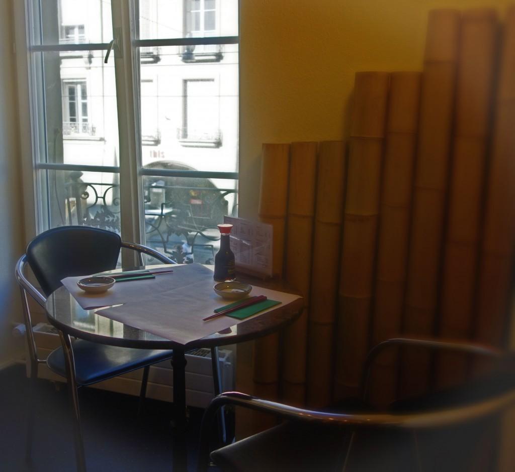 der kleine Fenstertisch